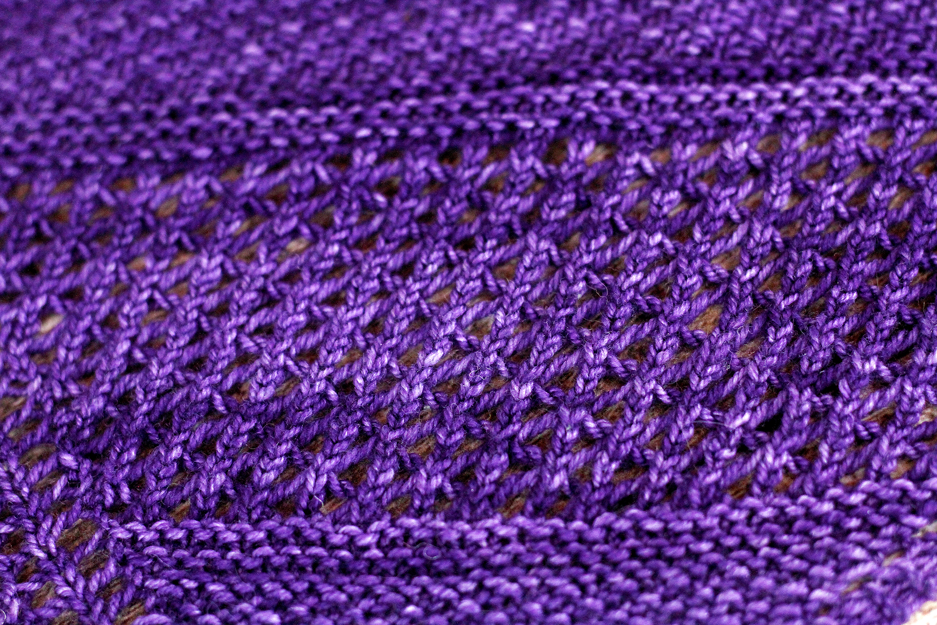 AtlasKnits-AscentShawlLight-Closeup-2